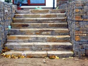 Přírodní schody a šlapáky